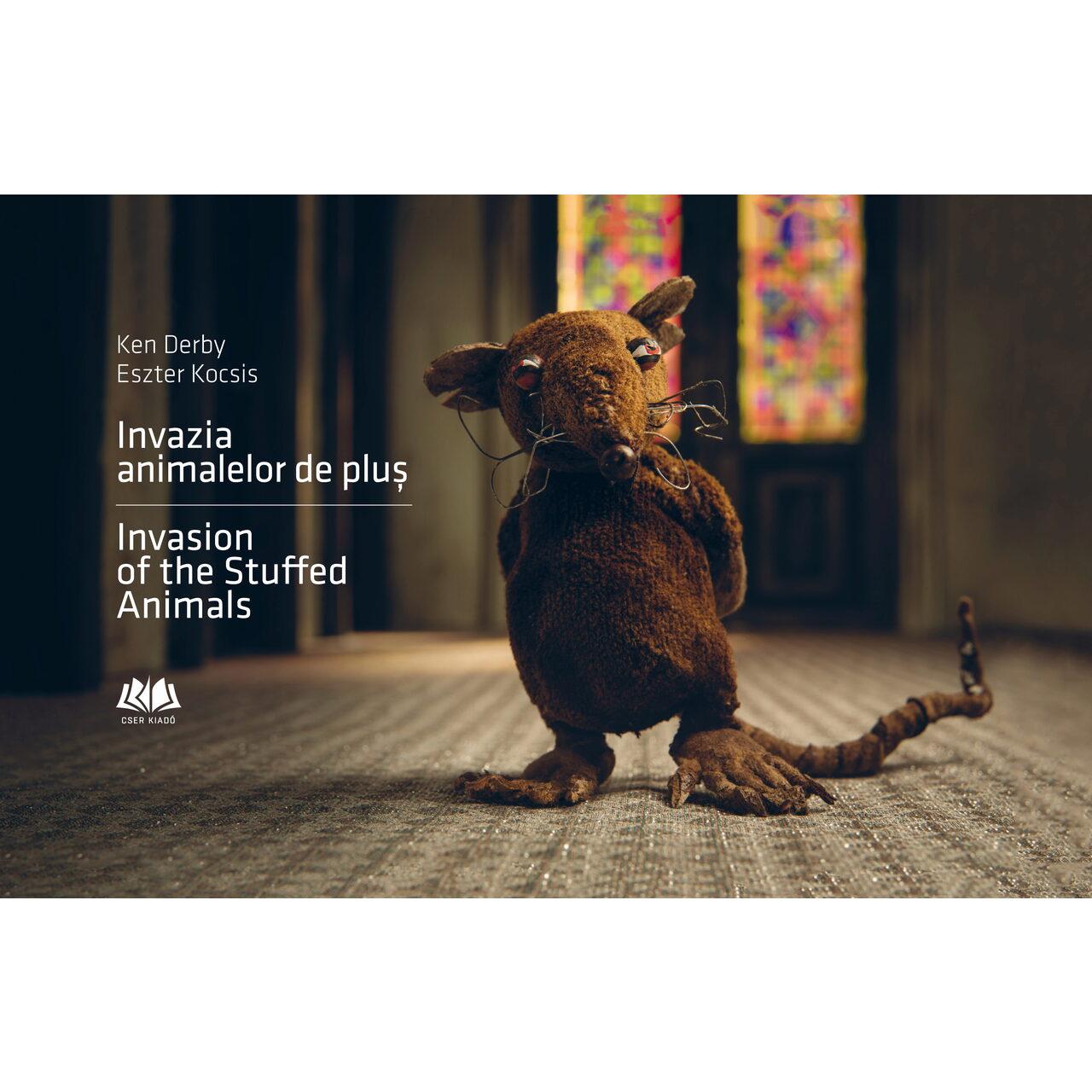 Invazia animalelor de pluș - Invasion of the Stuffed Animals (ediție bilingvă) imagine edituracasa.ro
